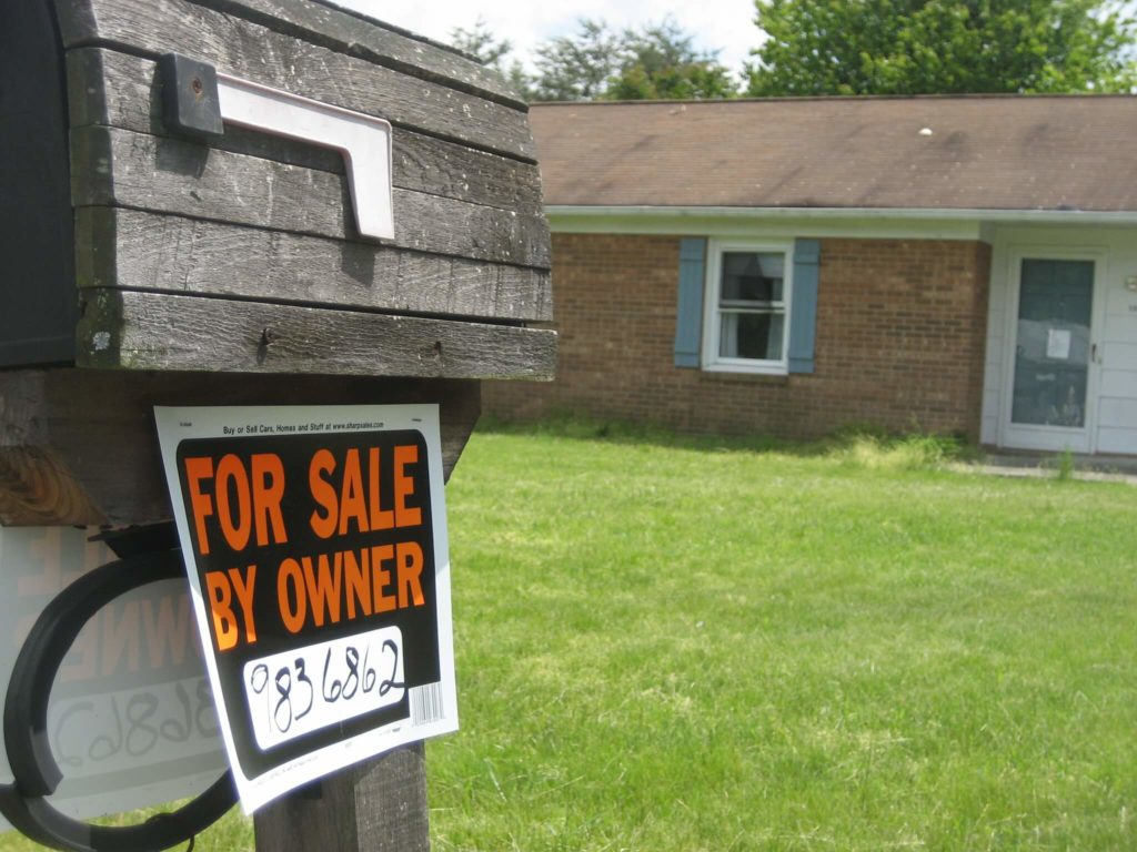 selling a home on your own for sale by owner sign
